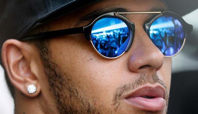 Recuperado da viagem, Hamilton liderou o treino - Foto: Paulo Whitaker | Reuters | 13.11.2015