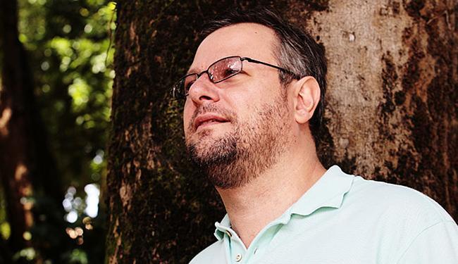 Luiz Lourenço, sociólogo: 'A arma é feita para matar. O resultado da nova lei será mais mortes' - Foto: Mila Cordeiro l Ag. A TARDE l 21.05.2014