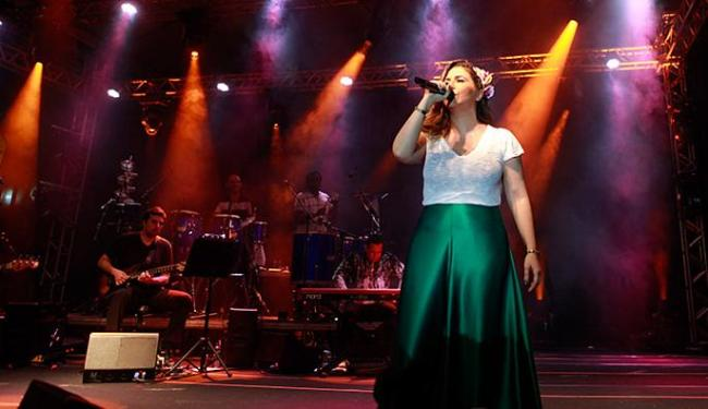 Cantora pôs os fãs para sambar sucessos do álbum 'Coração a Batucar' - Foto: Rennan Calixto l GovBA l Divulgação