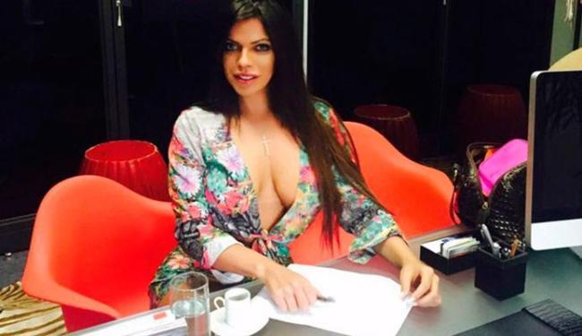 Suzy Cortez assina contrato e vai estampar a revista de dezembro - Foto: Divulgação