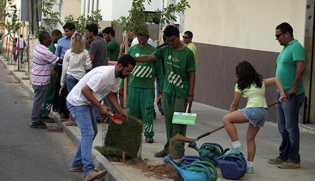 Além de participar da ação, cidadãos vão regar e zelar pelas árvores plantadas - Foto: Lúcio Távora l Ag. A TARDE