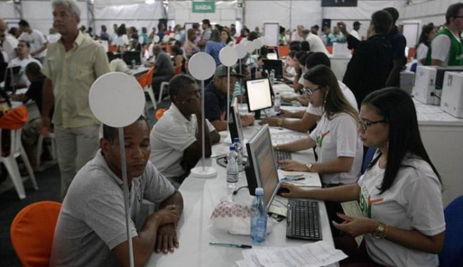 Mutirão atraiu centenas de contribuinte baianos nesta terça-feira - Foto: Lúcio Távora l Ag. A TARDE