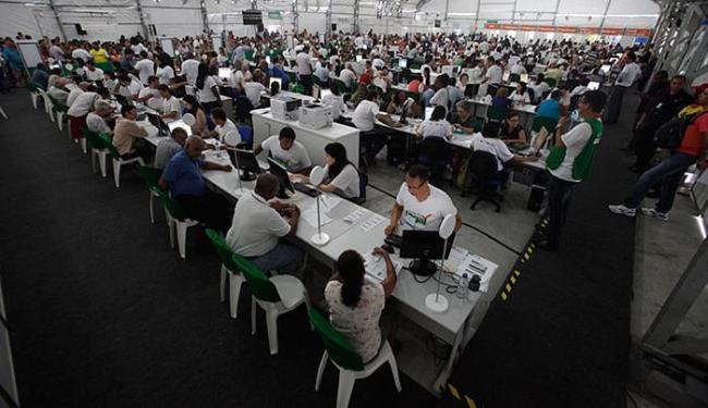 O mutirão Acordo Legal terminou com cerca de 23 mil atendimentos realizados - Foto: Raul Spinassé l Ag. A TARDE l 04.11.2015