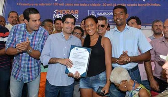 A ordem de serviço para início imediato do programa no bairro foi assinada por ACM Neto - Foto: Divulgação l Agecom