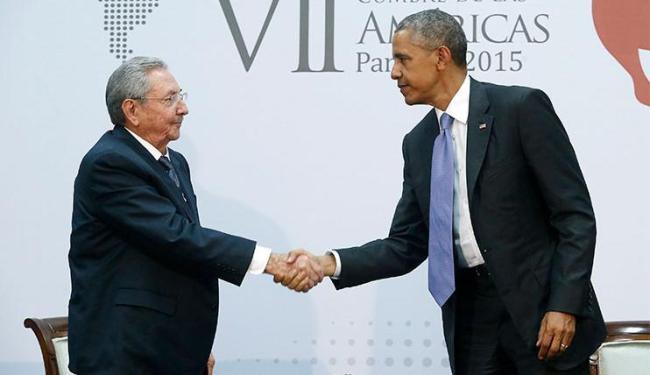 Aperto de mão foi considerado histórico - Foto: Jonathan Ernst | Agência Reuters