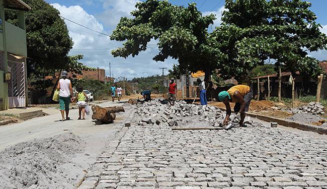 As intervenções alcançaram a rua Ernesto Carneiro Ribeiro, na localidade de Coroa, em Vera Cruz - Foto: Carol Garcia l Govba
