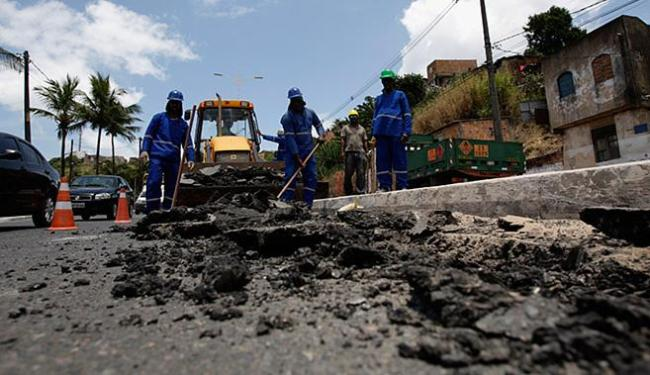 Plano de obras prevê asfaltamento novo nas duas pistas da avenida, que tem 14 km - Foto: Joá Souza l Ag. A TARDE