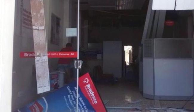 A agência ficou parcialmente destruída após a explosão - Foto: Cidadão Repórter   Via WhatsApp