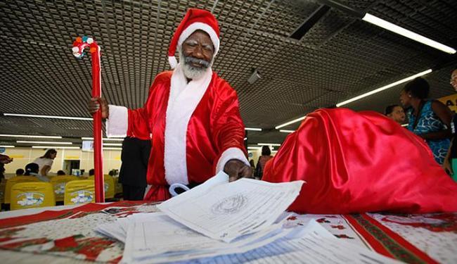 Papai Noel na ação anual dos Correios - Foto: Raul Spinassé l Ag. A TARDE