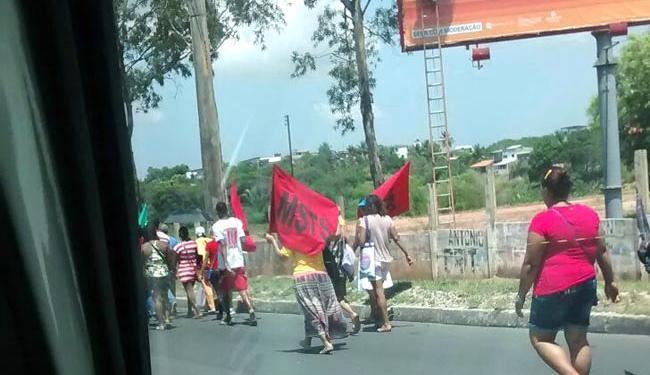 Manifestantes seguem em direção à sede governadoria, no CAB - Foto: Cidadão Repórter   Via WatsApp