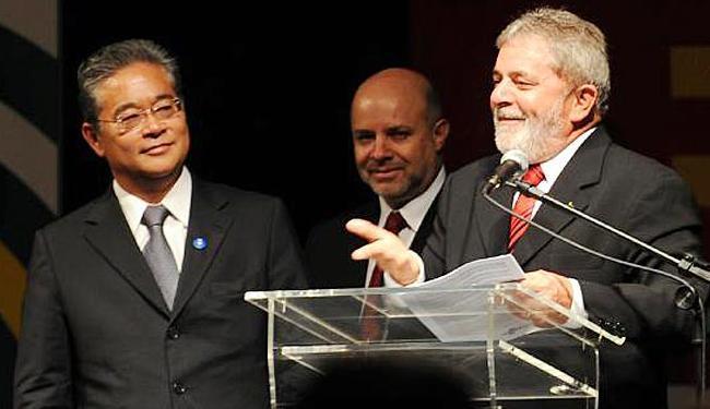 Paulo Okamotto, à esquerda, ao lado do ex-presidente Lula - Foto: Arquivo   Roosewelt Pinheiro   ABr