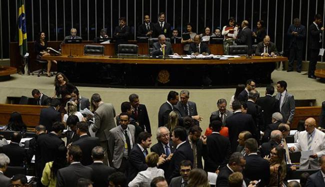 Proposta foi aprovada por 230 votos favoráveis, 213 contrários e sete abstenções. - Foto: José Cruz l Agência Brasil