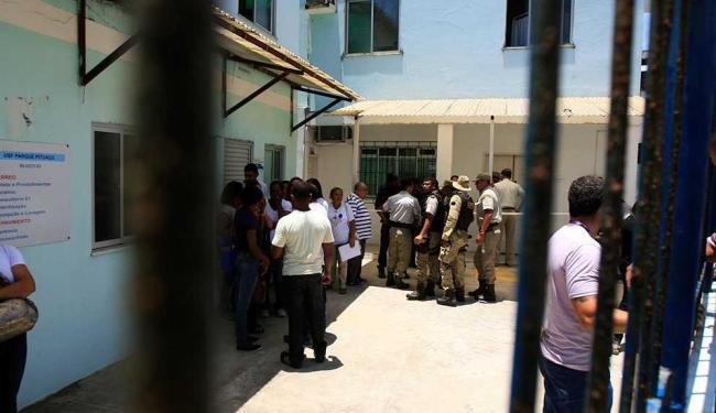 Muitos policiais foram até o local do crime e já começaram a investigar - Foto: Edilson Lima | Ag. A TARDE