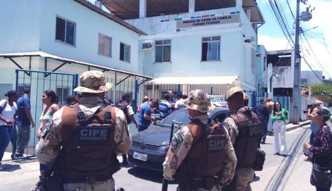 Policiais militares foram encaminhados para o local - Foto: Edílson Lima | Ag. A TARDE