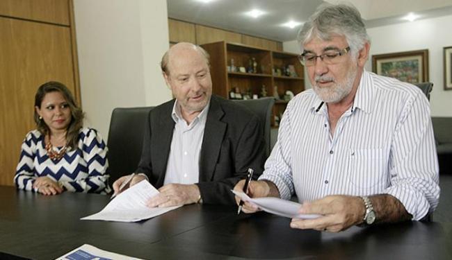 Geórgia Oliveira, André Blumberg e o prefeito Rui Macedo (dir.) firmam parceria - Foto: Luciano da Matta l Ag. A TARDE