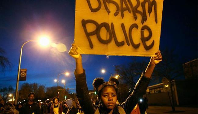 Protestos foram motivados por morte de jovem pela polícia - Foto: Agência Reuters