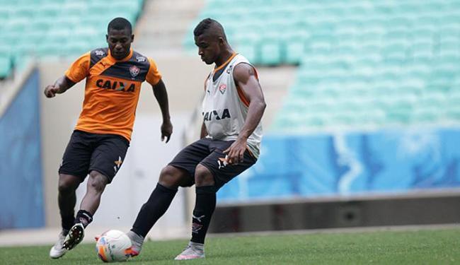 Rafaelson (à direita), de 18 anos, fará seu 3º jogo como titular - Foto: Fernando Amorim l Ag. A TARDE l 14.09.2015