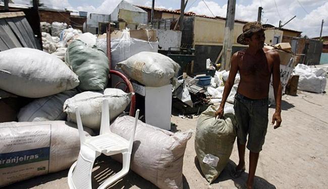 Quem mora na rua Boa Vista convive diariamente com dejetos, ratos e barulho - Foto: Luiz Tito l Ag. A TARDE
