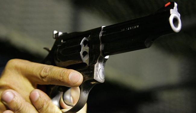 Não há dados oficiais sobre quantas armas circulam no país - Foto: Eduardo Martins l Ag. A TARDE