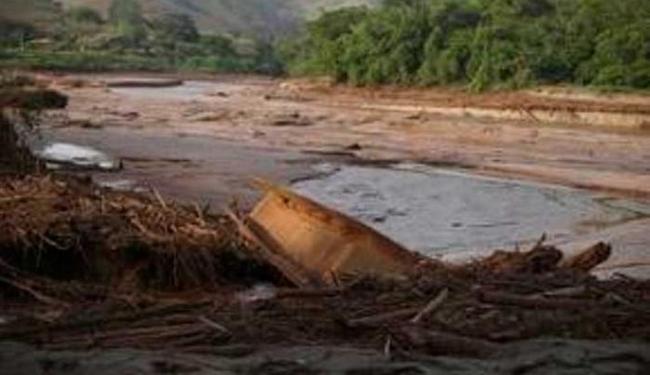 O curso d'água foi atingido pelos rejeitos de minério de ferro da represa - Foto: Agência Reuters