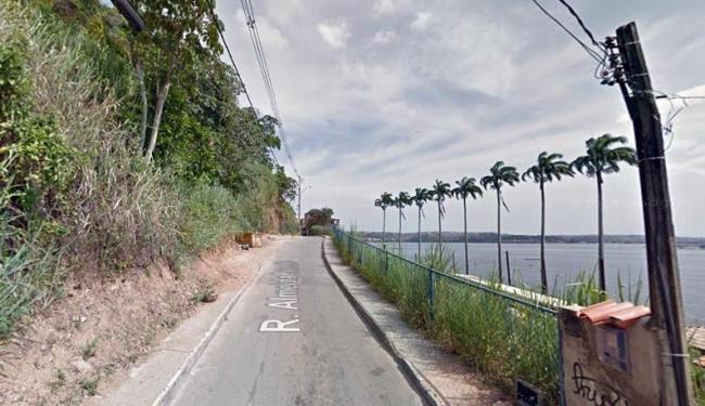 O crime ocorreu na rua Almeida Brandão, próximo ao terminal marítimo de Plataforma - Foto: Reprodução | Google Street View