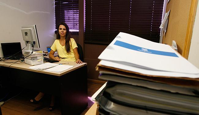 Sabrina conta que é comum o cliente precisar renegociar as 'intermediárias' - Foto: Fotos Mila Cordeiro l Ag. A TARDE