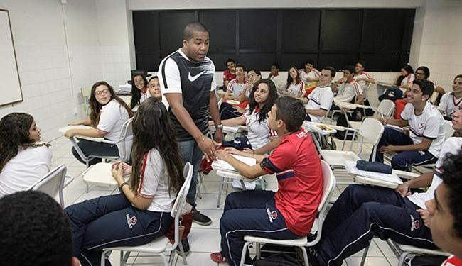 Segundo o professor Cleidson Hugo, a matemática ainda é vista como 'bicho-papão' - Foto: Luciano da Matta l Ag. A TARDE