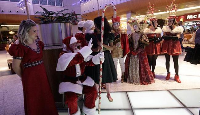 O mundo imaginário de Papai Noel já chega ao shopping 40 dias antes do Natal - Foto: Margarida Neide l Ag. A TARDE
