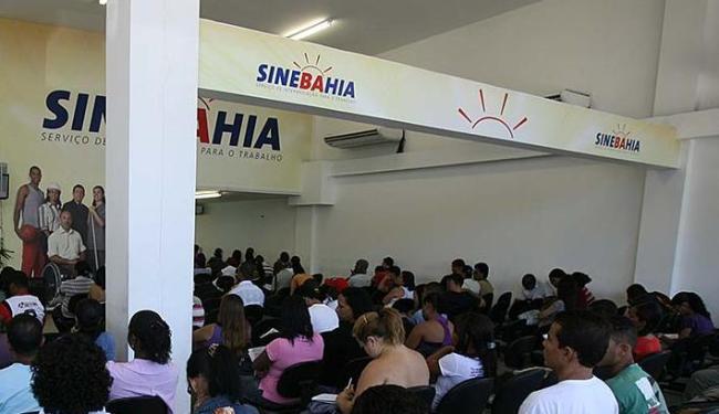 As vagas estão distribuídas em 13 cargos; para o de mecânico de refrigeração é preciso experiência - Foto: Erik Salles | Ag. A TARDE | 10.05.2011