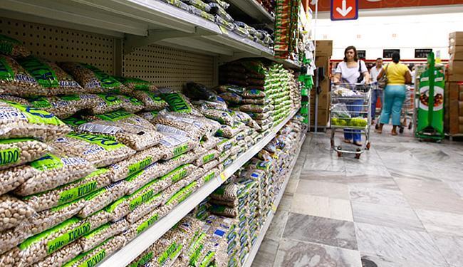 Para tentar manter a cesta de compra, o consumidor está alterando a rotina - Foto: Fernando Vivas l Ag. A TARDE