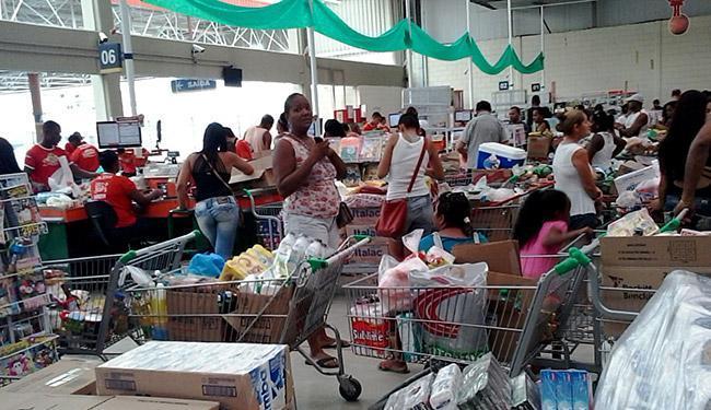 A maioria das redes de supermercado funciona normalmente - Foto: Joá Souza l Ag. A TARDE l 06.12.2014