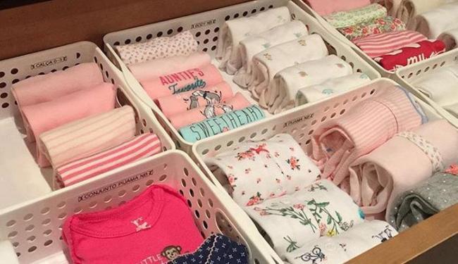 O curso ensina a dobrar roupas para facilitar o manuseio dentro do guarda-roupas - Foto: Divulgação