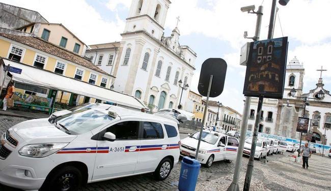 Táxis passam a rodar com bandeira 2 - Foto: Marco Aurélio Martins   Ag. A TARDE   30.11.2015