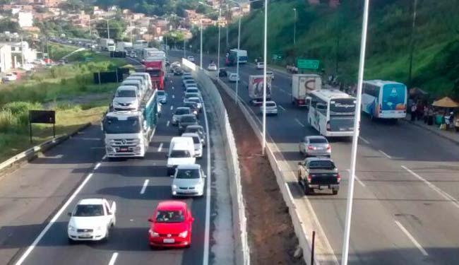 Desde o início da tarde que o trânsito na rodovia é intenso - Foto: Reprodução: Site Visão Diária