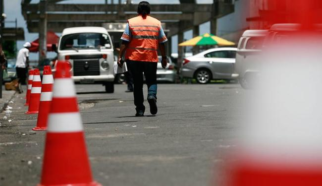 Em Itapuã, a rua Aristides Miltonserá parcialmente interditada, por volta das 15h - Foto: Raul Spinassé/ Ag. A TARDE