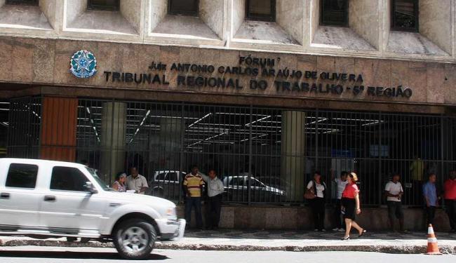 Expediente foi suspenso após fumaça se espalhar por andares - Foto: Joa Souza | Ag. A TARDE