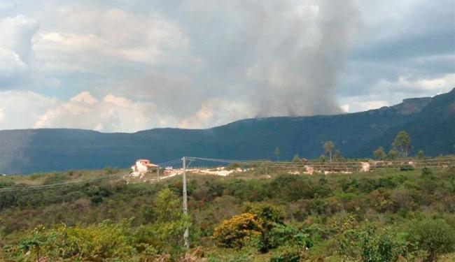 Focos de fumaça ainda são vistos no Vale do Capão - Foto: Divulgação   ACV-VC