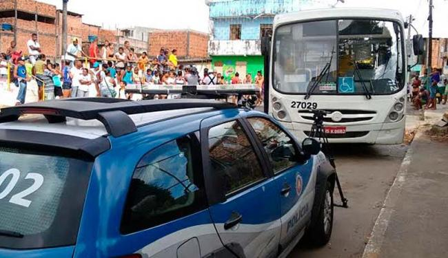 Vítima foi atingida por ônibus na praça da Esperança, no Calabetão - Foto: Edilson Lima | Ag. A TARDE