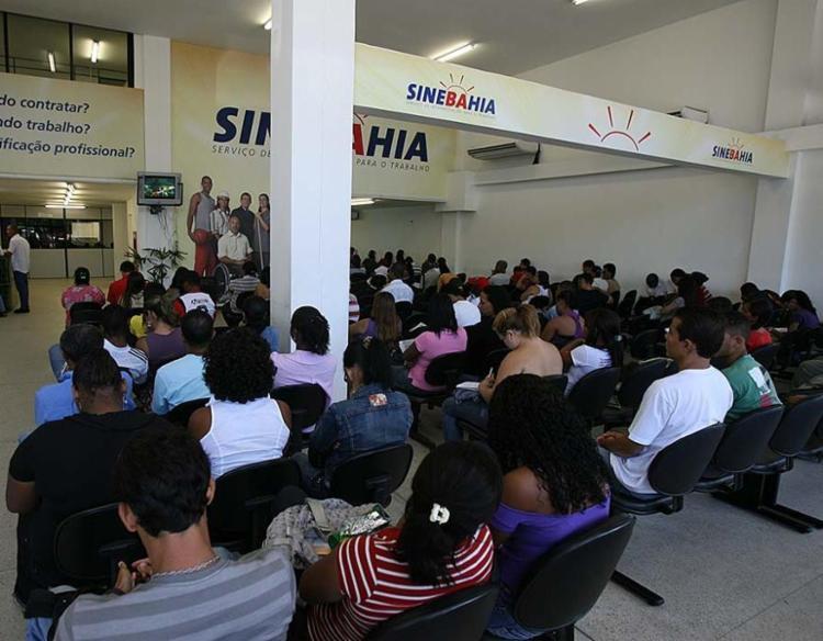 Algumas vagas pedem candidatos sem experiência - Foto: Erik Salles | Ag. A TARDE | 10.05.2011