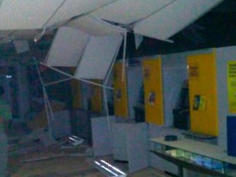 Caixas ficaram danificados após explosão a banco - Foto: Site | Augusto Urgente