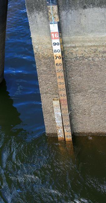 O nível tem caído entre 2 e 3 cm diariamente - Foto: Adilton Venegeroles l Ag. A TARDE