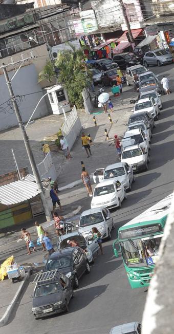 Tempo médio de espera para veículos pegarem ferryboat, nesta terça-feria, 29, era de três horas - Foto: Lúcio Távora l Ag. A TARDE