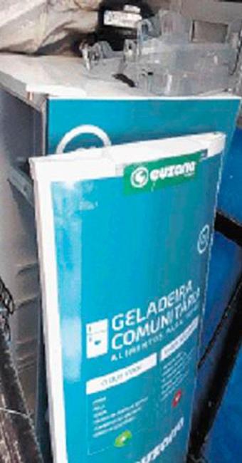 Eletrodomésitco está num canto para ser reparado pela empresa Paraná - Foto: LAís Miranda | Ag. A TARDE