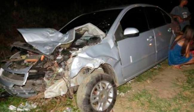 A frente do carro ficou destruída - Foto: Reprodução | Blog do Anderson