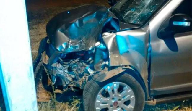 O veículo ficou com a frente toda amassada por conta da colisão - Foto: Reprodução | Edivaldo Braga | Blog Braga