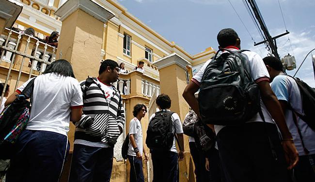 Para evitar necessidade da recuperação, alunos podem reforçar aprendizado formando grupos de estudo - Foto: Raul Spinassé l Ag. A TARDE l 27.01.2014