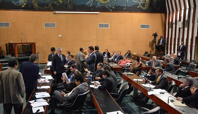 Deputados da oposição temem perda de receita, mas governista diz que governo 'cortou na carne' - Foto: Carlos Amilton l Agência-Alba l 01.12.2015