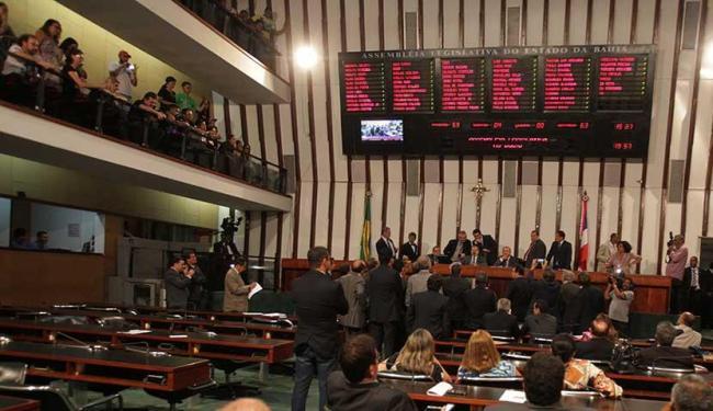 Assembleia aprovou ainda orçamento de 2016, com receita estimada e despesa fixada em R$ 42,6 bi - Foto: Lúcio Távora | Ag. A TARDE