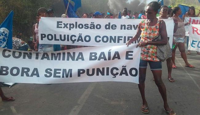 Manifestantes reclamam de falta de apoio aos pescadores - Foto: Erica Conceição | Divulgação