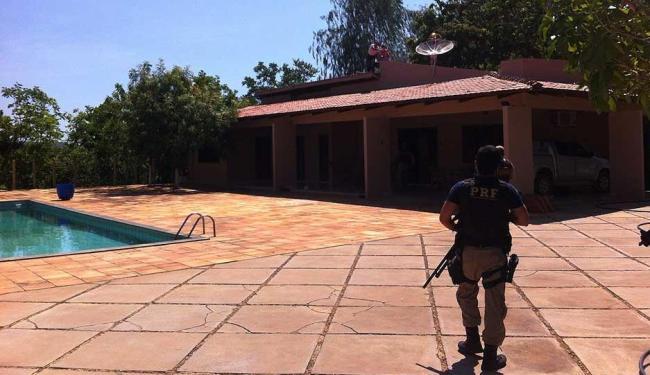 Família foi resgata pelo telhado - Foto: Blog do Sigi VILARES